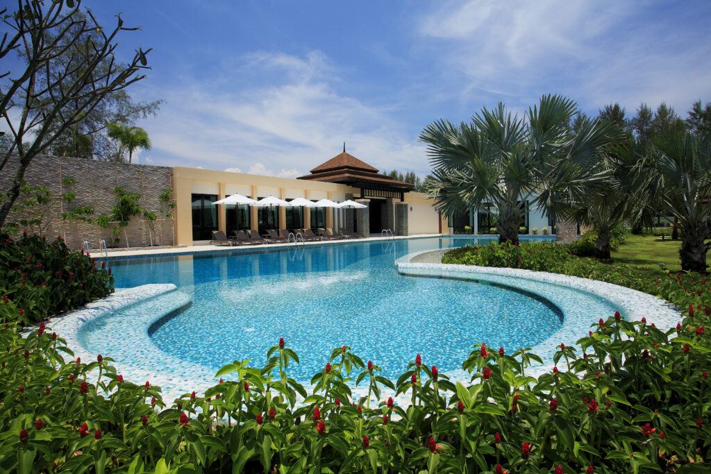 A big jacuzzi in the main swimming pool of our private 5* villa complex in Southern Thailand